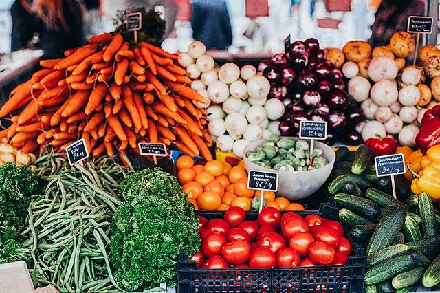 Frisches Gemüse vom Wochenmarkt Domshof in der Bremer Innenstadt